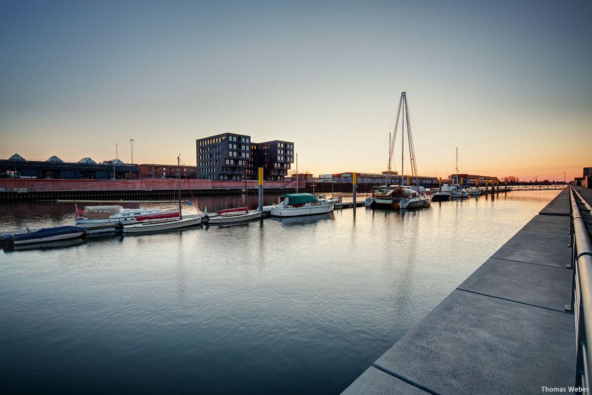 Architekturfotograf Bremen: Die Häuser der Überseestadt Bremen bei Sonnenuntergang (1)
