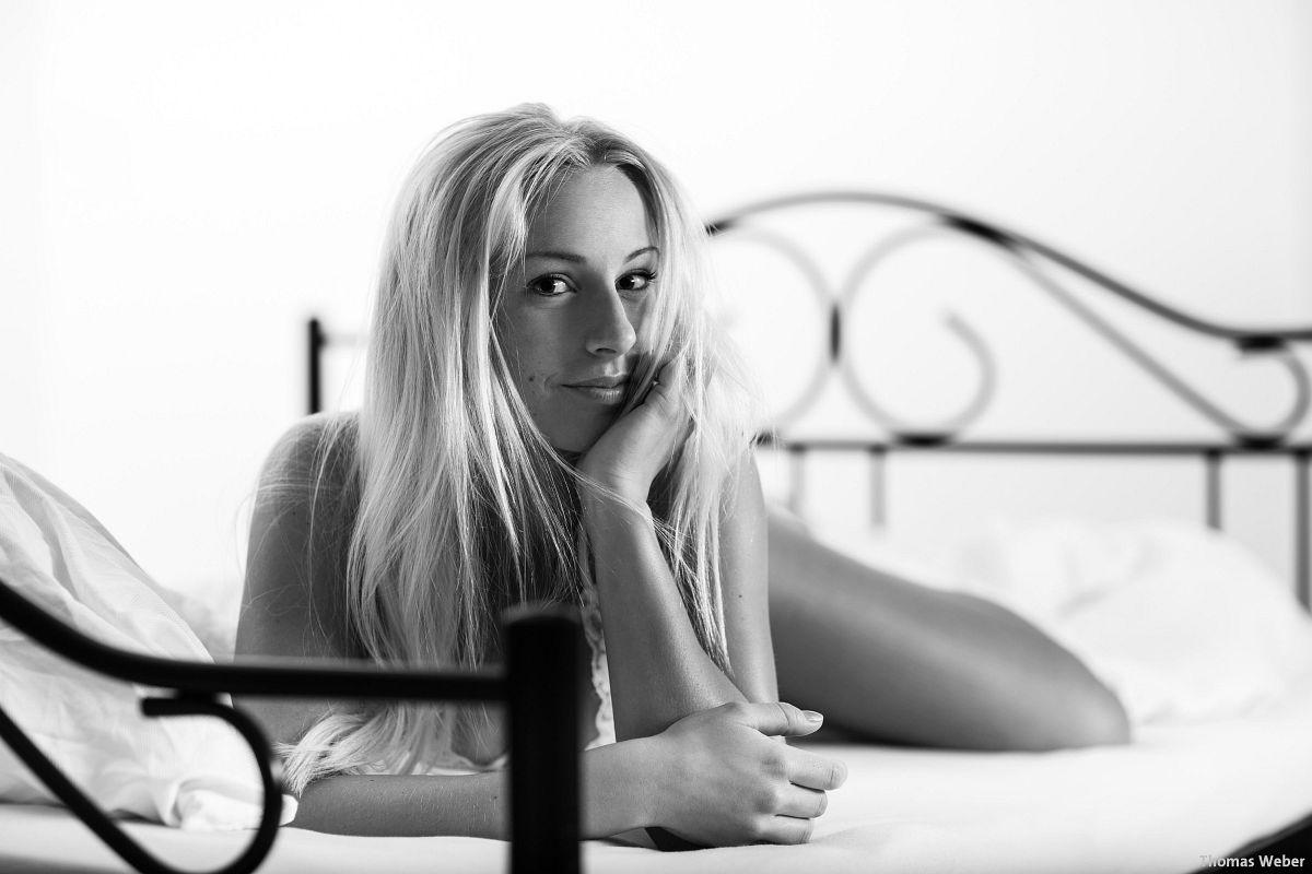 Fotograf Thomas Weber aus Oldenburg: Erotische Bettfotos im Fotostudio Oldenburg (6)