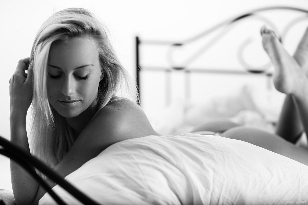 Fotograf Thomas Weber aus Oldenburg: Erotische Bettfotos im Fotostudio Oldenburg (7)