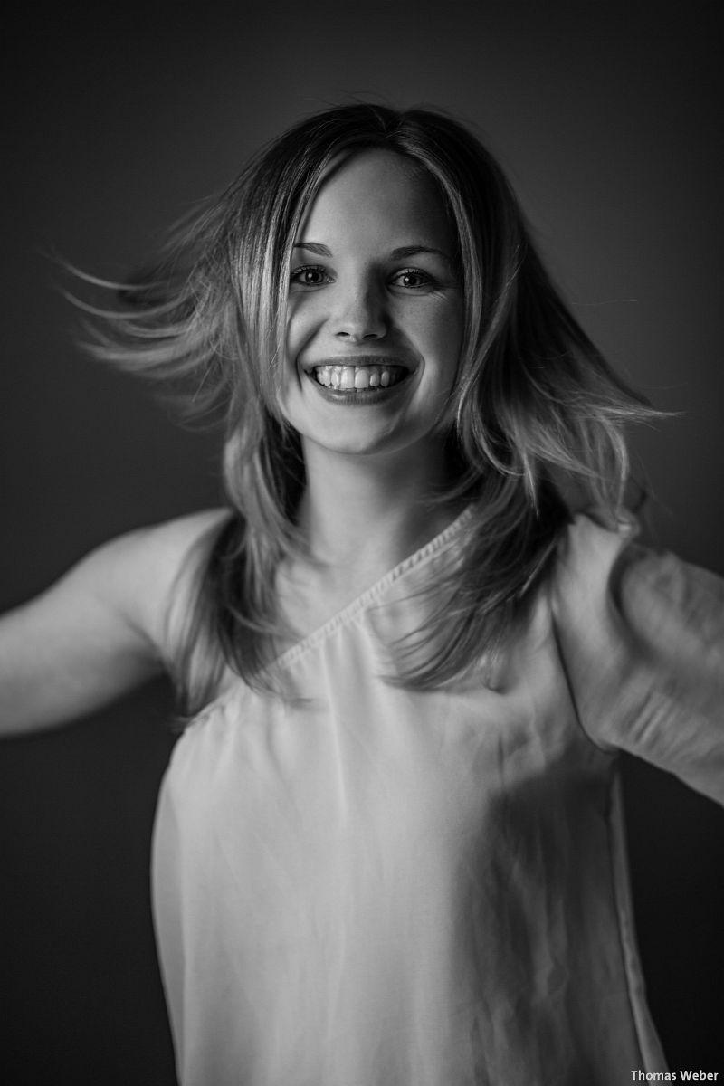 Portraitfotos von Mareike auf meiner Couch in Oldenburg (4)