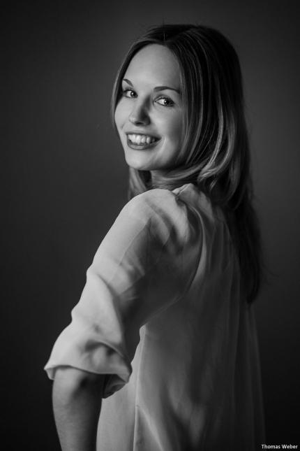 Portraitfotos von Mareike auf meiner Couch in Oldenburg (2)