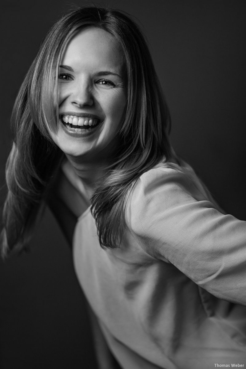Portraitfotos von Mareike auf meiner Couch in Oldenburg (6)