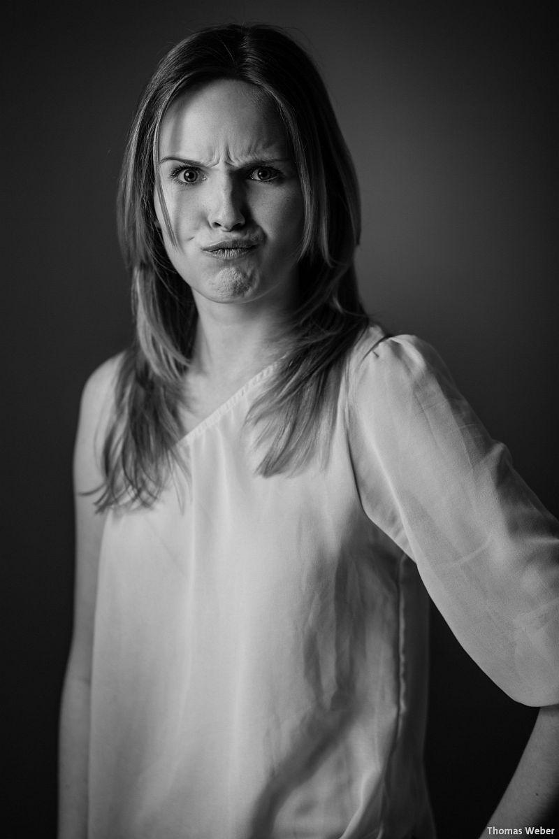 Portraitfotos von Mareike auf meiner Couch in Oldenburg (3)
