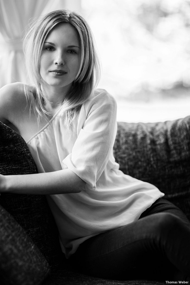 Portraitfotos von Mareike auf meiner Couch in Oldenburg (7)