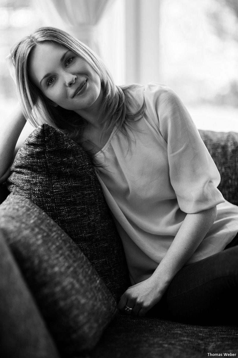 Portraitfotos von Mareike auf meiner Couch in Oldenburg (8)