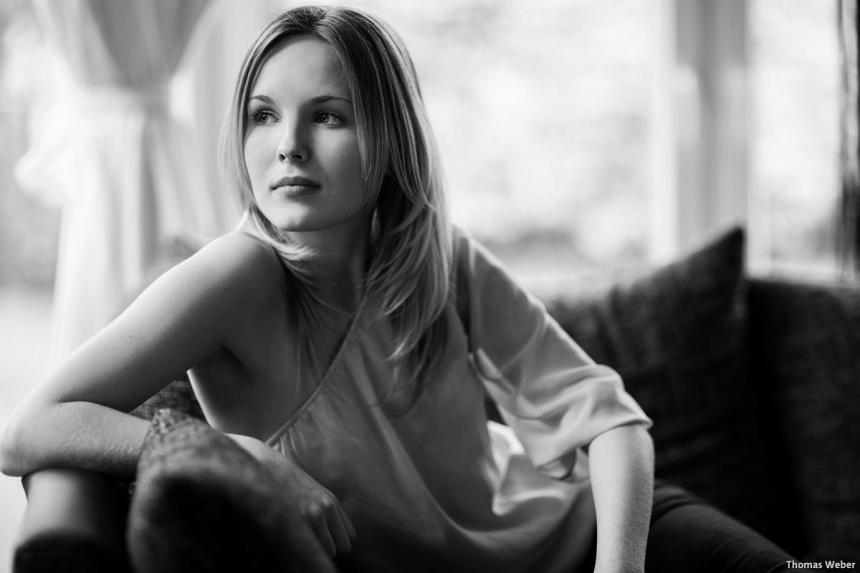 Portraitfotos von Mareike auf meiner Couch in Oldenburg (1)