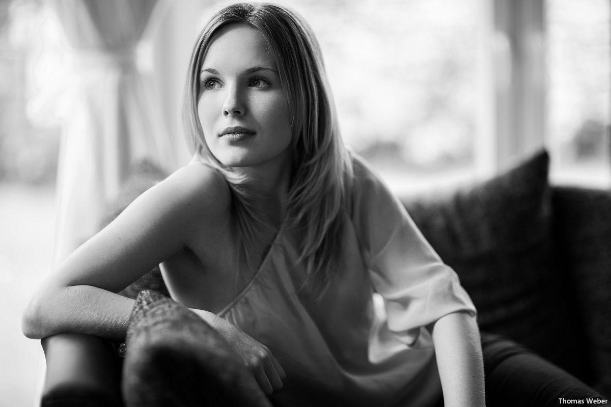 Portraitfotos von Mareike auf meiner Couch in Oldenburg (10)