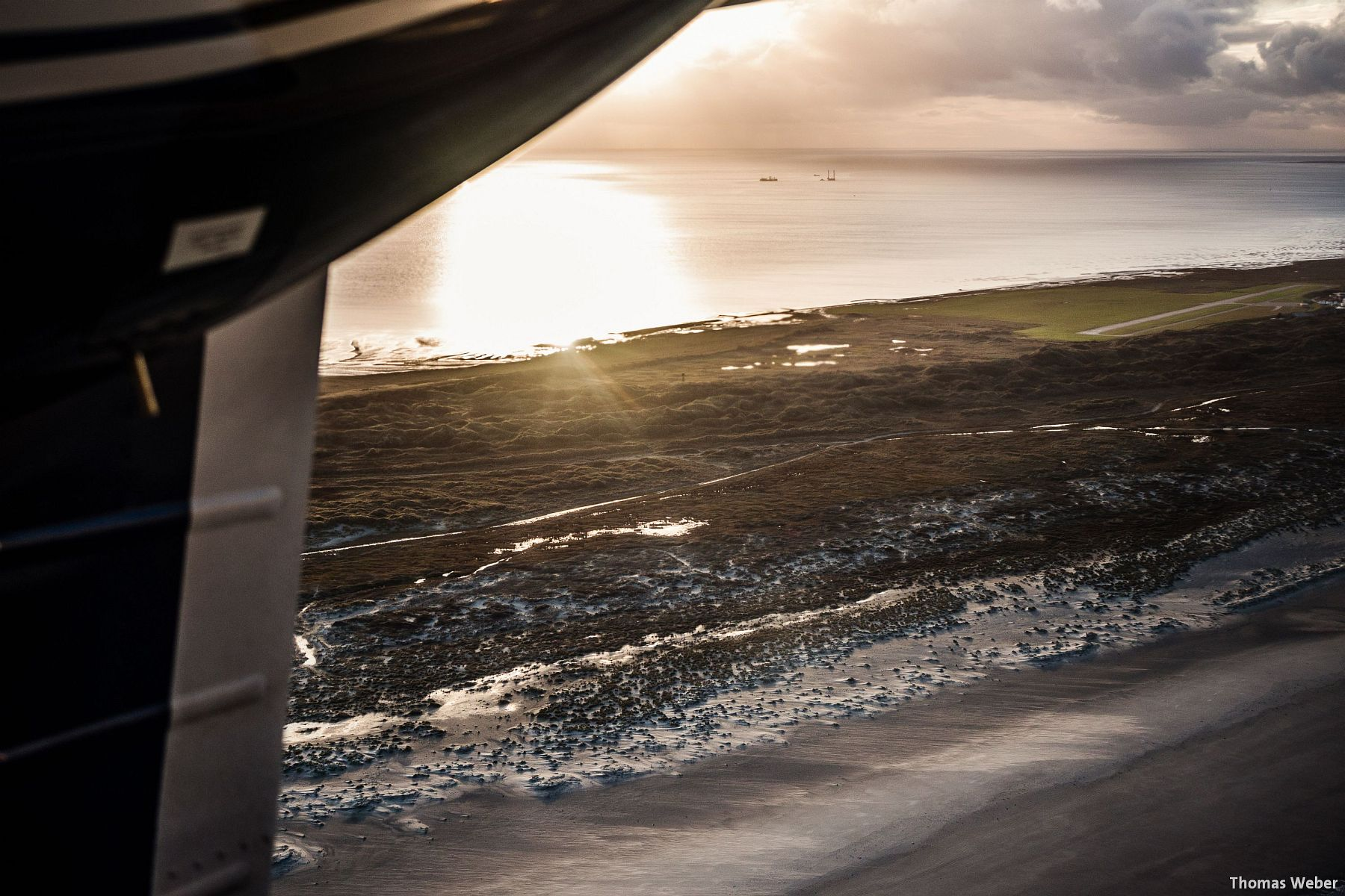 Fotograf Thomas Weber aus Oldenburg: Flucht vor dem Orkan Xaver mit dem Inselflieger Juist (8)