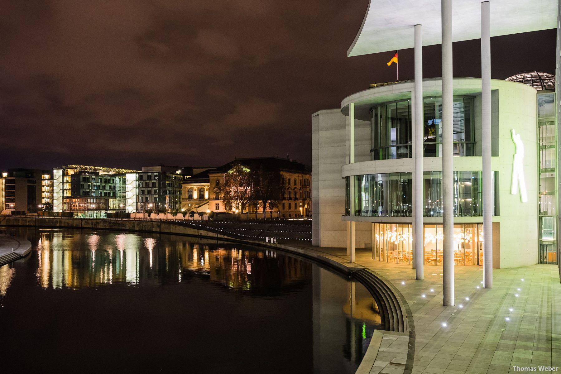 Fotograf Thomas Weber aus Oldenburg: Nachtaufnahme des Regierungsviertels in Berlin