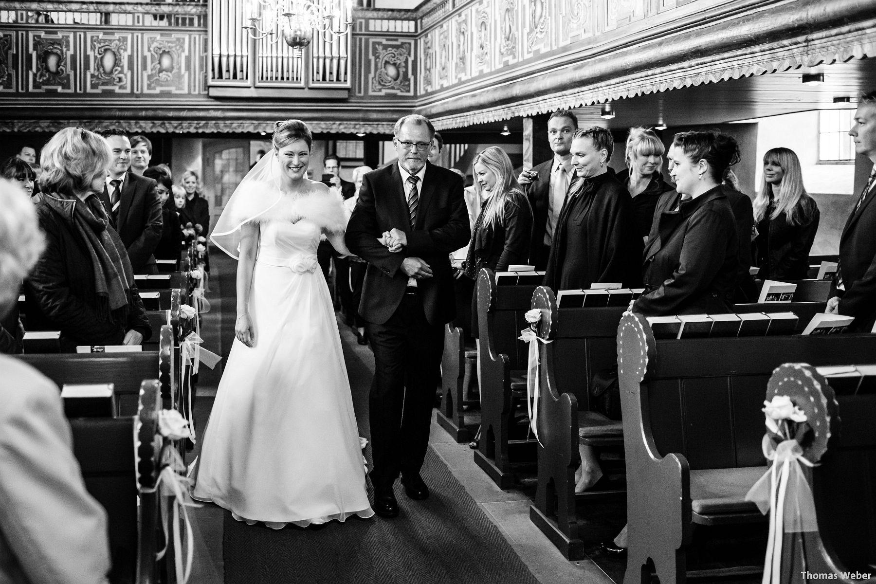 Hochzeitsfotograf Rastede: Kirchliche Trauung in der St. Ulrichs Kirche Rastede und Hochzeitsfeier in der Eventscheune St Georg Rastede mit dem Catering von Split Food (Michael Niebuhr) aus Oldenburg (24)