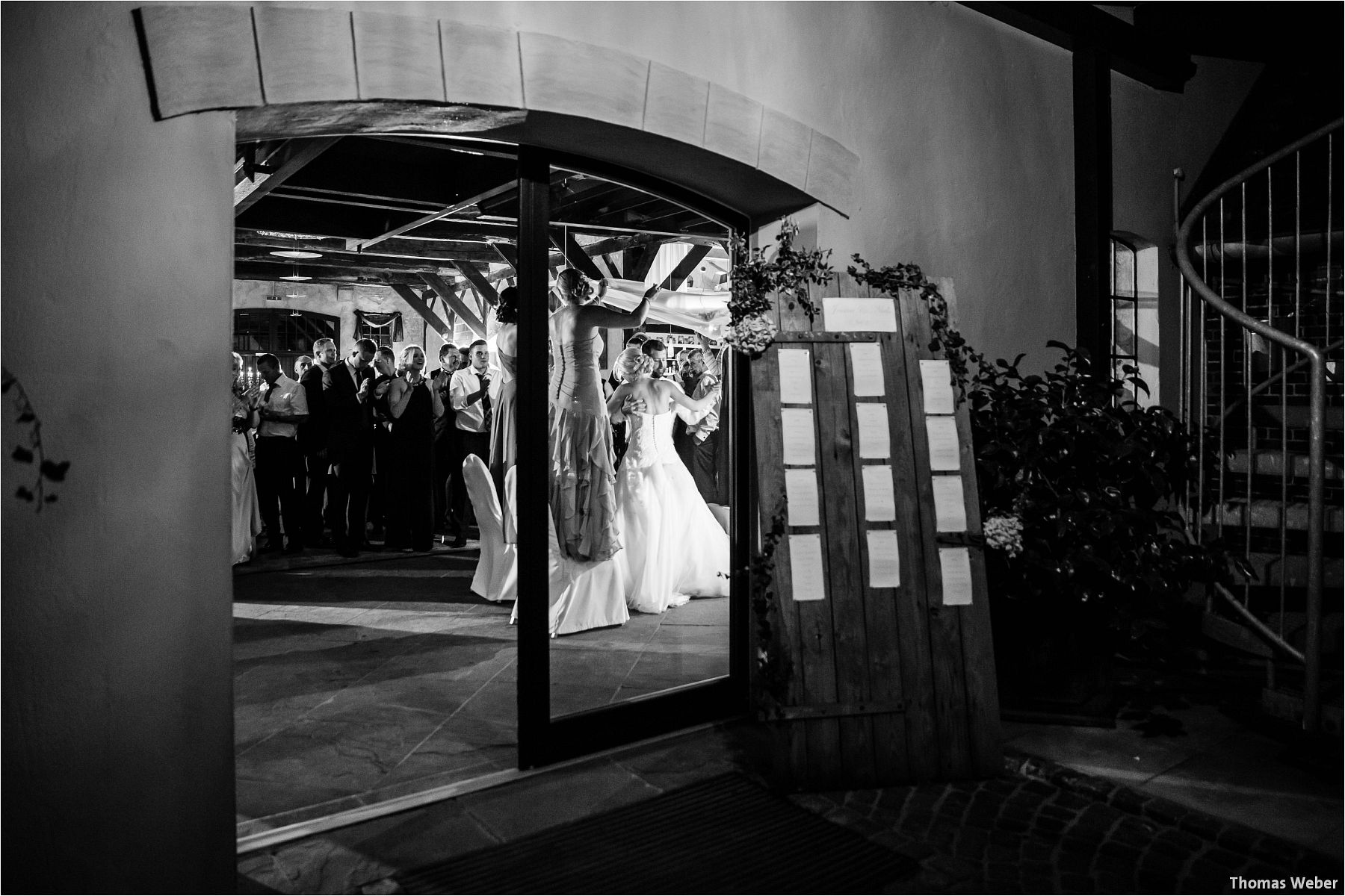Hochzeitsfotograf Thomas Weber aus Oldenburg: Hochzeitsreportage und Hochzeitsfotos der standesamtlichen Trauung im Schloss Oldenburg, kirchlichen Trauung in der Lambertikirche Oldenburg und Hochzeitsfeier auf dem Gut Horn Gristede