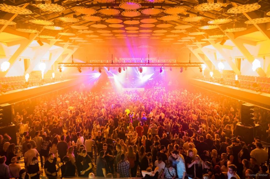 Housedestroyer und Freunde in der Weser-Ems-Halle Oldenburg, Partyfotos, Konzertfotos und Eventfotos, Fotograf Thomas Weber aus Oldenburg