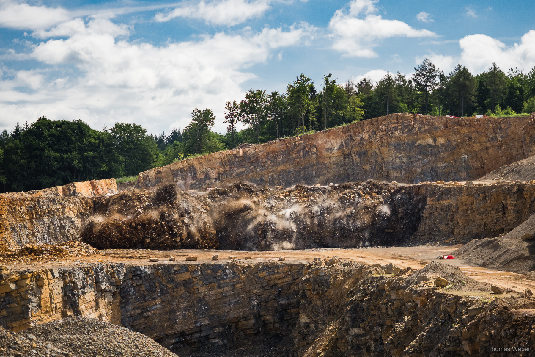 Fotografische Begleitung verschiedener Sprengungen in Steinbrüchen für die Firma Austin Powder, Fotograf Thomas Weber aus Oldenburg